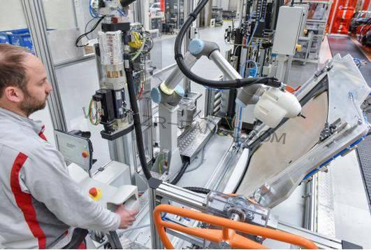 奥迪形成人机协作模式 KLARA为CFRP车顶涂装粘合剂