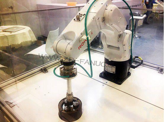 珞石机器人:控制为核心,18年销售目标2亿元