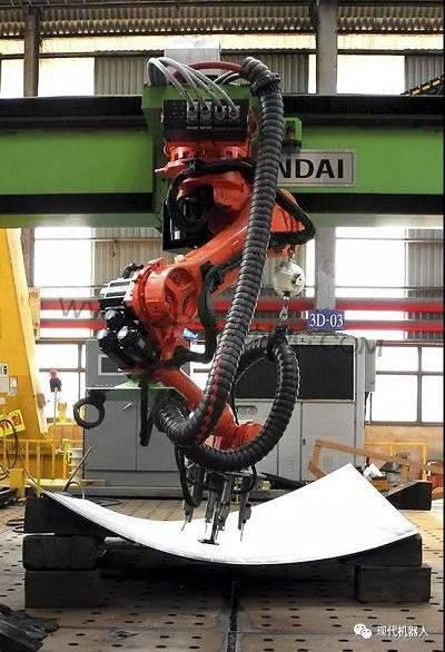 现代机器人推出三维曲面弯板加工机器人系统